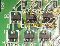 電子部品の修理をしています。 画像のチップトランジスターの型番が分かれば教えてください。 表記はUZ と Tk の2種類です。 宜しくお願いします。