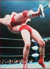 ジャンボ鶴田は、日本人で初めて、AWA世界ヘビー級王座に輝いたプロレスラーです。  ジャンボ鶴田は、強かったと思われますか??