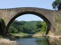 江戸時代の石造アーチ橋(眼鏡橋)、なぜ九州ローカルの技術?  建設から200年近くたちながら、ものによっては自動車の走行にも耐え、今なお威容を見せる九州の石橋ですが、なぜほぼ九州ローカ ルの技術だったん...