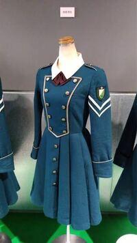 欅坂46、サイレントマジョリティーの長袖制服衣装が欲しいです。 安っぽい感じではなく、高品質なコスプレを販売しているサイトやお店がありましたら教えてください。 よろしくお願い致します。