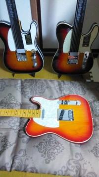 エレキギターの初心者 です。 エレキギターは20万の予算があれば、フェンダーUSAテレキャスターなどの信頼感あるギターが購入できます。 一方、アコースティックギターフォーク系は最低30万で 普通のアコースティックギターが購入できると知恵袋でも聞きます。やはり、アコースティックの方がボディにコストがかかるので、割高になるんでしょうか。 また、アコースティックギターでヤマハはいくら高くても、...
