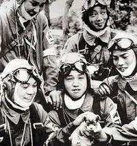 太平洋戦争末期の神風特攻隊基地で、未来の日本を背負う青年たちに出撃命令をだした中年の上官たちは、終戦をしると何も無かったように、すごすごと生きて故郷へ帰って行ったのですか。  凸・。・