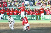 この写真のシーンはどんなシーンだったんですか? 広島東洋カープ 梵英心 菊池涼介 野村謙二郎