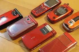 この画像の携帯を利用したことがある方はミドル世代でしょうか?