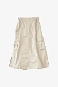 このスカートは夏以外は着れませんか?白なので8月くらいまでなのか、それ以降も着れるのか知りたいです。 素材はポリエステル65%,コットン35%で厚手のものです。
