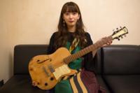 緑黄色社会の長屋晴子さんが使ってるギターって何ですか??