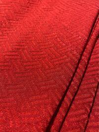 卒業式に着る袴で迷っています。 赤色の色無地の着物(母のもの)に合う袴を探しています。 私はブルーベースのサマータイプで、2ndはスプリングタイプです。 成人式では薄ピンクの振袖を着用したのですが、サマー...