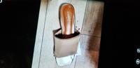 このサンダルのメーカー名ってなんですか?