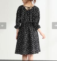 45歳のおばさんが画像のような膝上のワンピースやスカートをはいていたら、どう思いますか?