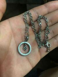 このネックレスのブランドわかる方いらっしゃいますか?