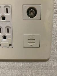 [コンセントについているLANポートについて] ネット契約時にモデムとルーターの設置を頼み、今は無線でスマフォやノートpc、ゲーム機に繋いでいます。  有線接続に切り替えようと思い、コンセントについているLAN...