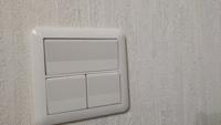 住宅の照明スイッチをホタル付きのスイッチにするのは素人には危険ですか?
