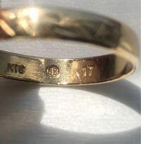 このK18指輪の刻印を知りたいです。 サイズ17で18金。丸の記号の意味はメーカーですか? 何の刻印か知りたいです。 色々と調べましたが不明です。 よろしくお願いします。