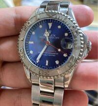 このRolex ロレックスは希少価値ありますか?いくらの価値があるのでしょうか? rolex oyster perpetual date yacht master superlative chronometer officially certified と記載されています。 亡くなった父の部屋を掃除したら出てきました。  至急お願いします。
