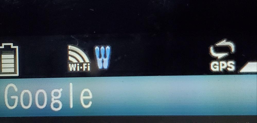 質問失礼します。旧携帯電話(ガラケー)をWiFi環境にてインターネットを開いたところ、画面上部のWiFi表示の右に王冠みたいな形の表示が常時点滅するのですが、なんの知らせなのでしょうか?ウイ ル...