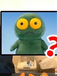 ヘラヘラ三銃士の動画で、たまにまりなちゃんに似た人形?キャラクター?の写真が出てくるのですが、このキャラの名前が分からなくどうしても知りたいです。 知っている方いらっしゃいますか?  ↓ちなみにこのキャラクターです