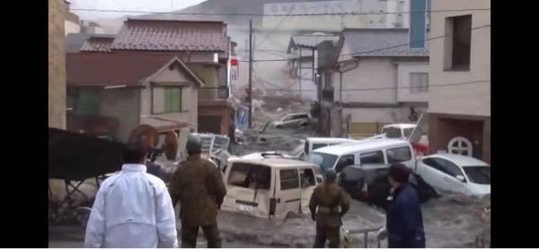 YouTubeの東日本大震災に関する動画の中で、自衛隊員と思われる方が少ない数で住民と一緒にいるものがあったのですが、どういう状況でしょうか。 このように少数で行動することはあるのでしょうか