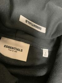 essentialsのパーカーを購入しました。 これって偽物ですか?