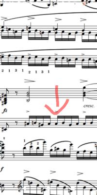 ショパンのエチュード作品10-4について、赤い矢印の部分が同音連打になって弾きにくく、速く弾くことができません。運指は同じ指の連続にならないように3→2に変えてますがそれでも弾きにくいです。