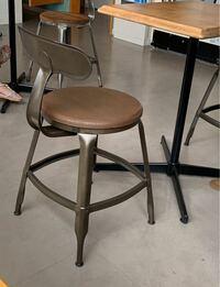 カフェの椅子が欲しい! こちらの椅子、どこで買えるか分かる方いらっしゃいませんか。 通販で買えたら嬉しいなぁ。
