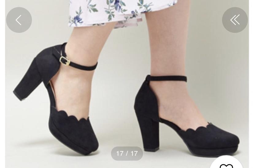 この靴は秋でも履けますか?一応春に買ったやつだと思うんですが…