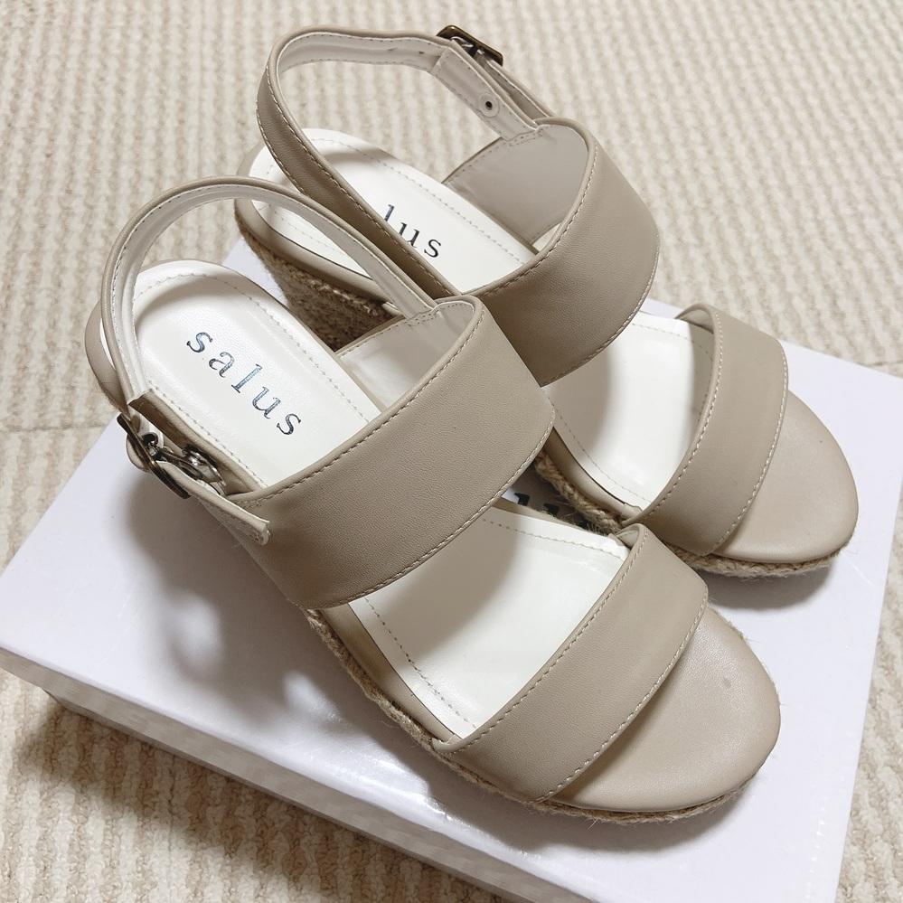 10月4日に友達と遊びに行く予定を入れているのですが、その時にこの靴を履いていくのはおかしいですか、? 時期的には夏な気もするんですが可愛いのでどうしても履きたくて…! もう10月は秋で すし季...