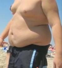 私は体重158キロの相撲部です。私の友達には同じ相撲部が2人います。その人たちは体重166キロ、175キロと同じくらい太っています。年末になるとみんなで体重測定をしたりあと上半身裸で相撲をし たりします。体格も体重も同じくらいなのでクラスからはおでぶ組とか よく言われます。内科検診の時に上半身裸になるんですが保健室の先生に相変わらず体格いいねと言われます 三人は家も近くなのでよく一緒に泊...