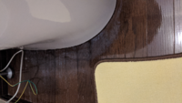 トイレのフローリングが白くなってしまいましたが修復できますか? アルコールで床を拭いたら真っ白になってしまいました。  1度ワックスを剥いでやり直したらきれいになりますか?