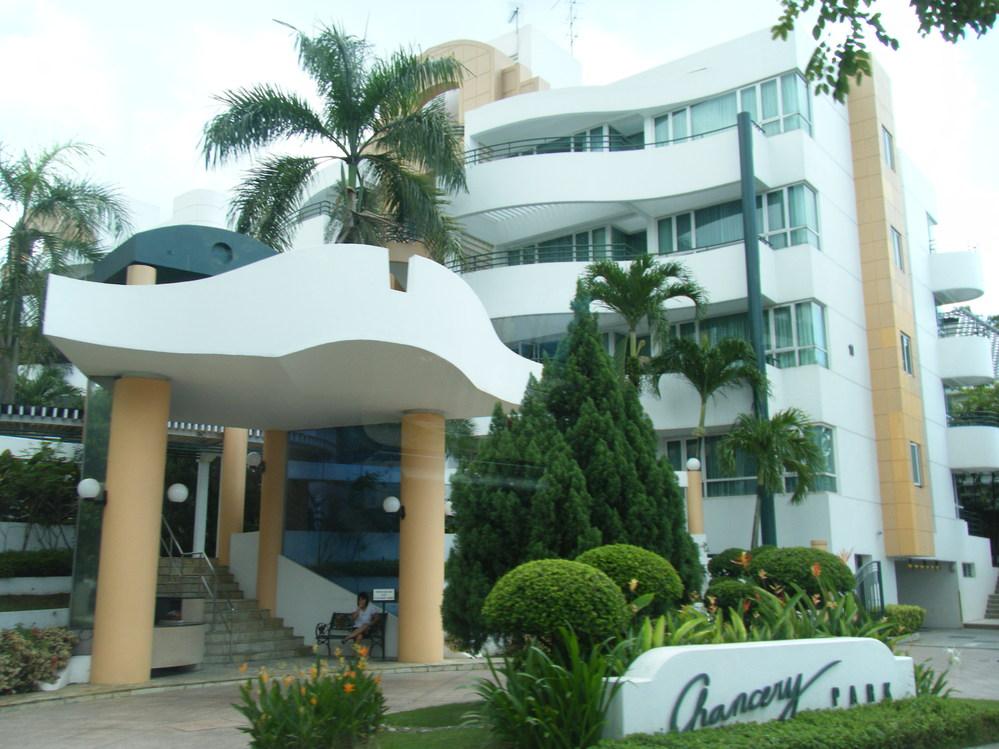 シンガポールに行った際にこのホテルに泊まったのですが、名前が分かりません。 お教え下さい。2010年のことです。