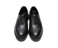 質問させてください。 添付写真、革靴のブランドと型式をご教示ください。 よろしくお願いします。