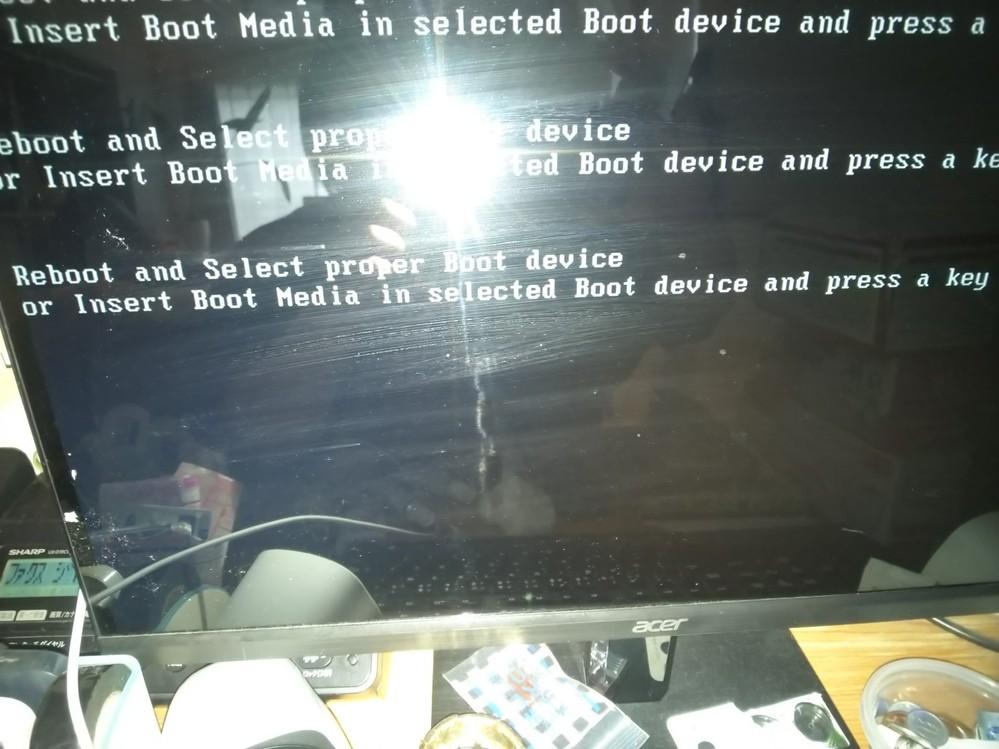 パソコンが起動時 画面が真っ黒になりそのあと英語が出てきます。どうすればいいのでしょうか? わかる人教えてください。