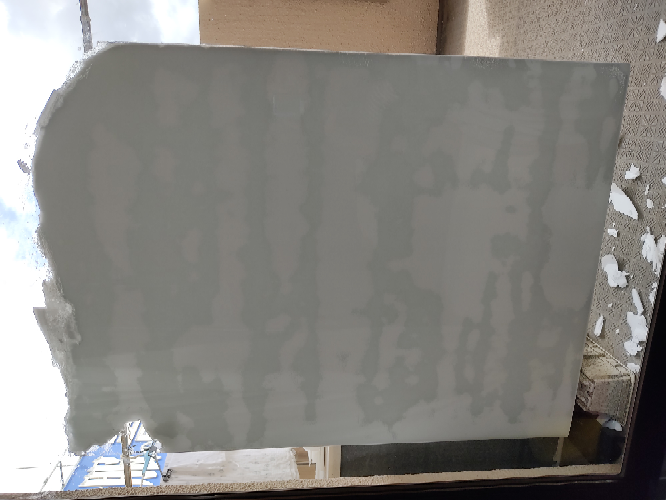 窓ガラスに貼ったスチレンボードの剥がし方 台風対策でクッション材として窓ガラスにスチレンボードをべったり貼り付けて台風後に剥がそうとしたところしっかりくっついていて剥がれない状況です、、、 地...