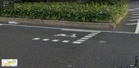 大きい道路の交差点に原付専用の待機枠ってあるじゃないですか。 二段階右折用のやつだと思うんですが、自転車はその枠を使って良いのでしょうか?