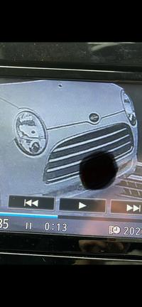 車を当て逃げされました。この車の車種が分かる方いらっしゃったら教えてください。 車の範囲が狭くてすみません、、、。 よろしくお願いいたします。