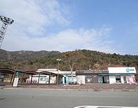 山陽自動車道の佐波川SAは下松SAや中国自動車道の美東SAより施設としてのレベルが低いのに「SA」を名乗っていますが本来なら「PA」なのでは?