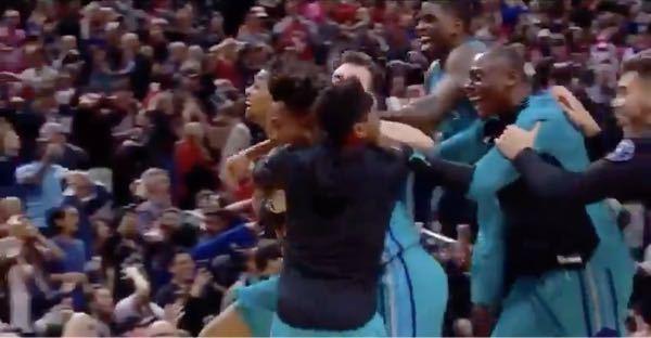 NBA 画像の右から二番目の坊主の黒人選手の名前教えていただけませんか?