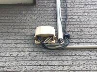 数年前まで、ケーブルテレビを契約していましたが、その後、室内アンテナで視聴していました。 しかし、最近、写りが悪くなってきたので、自分で室外アンテナを取り付ける予定です。 その際、自宅の外壁にあるテレビアンテナケーブルを使おうと検討中です。 ただ、数本ある内の、どれがそのケーブルがわかりません。 おわかりになる方、ご教示下さい。 よろしくお願い致します。