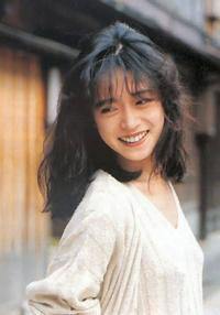 中森明菜さんの質問です! 中森明菜さんの曲の作詞を担当した 作詞家、誰が素晴らしいと思いますか? 「加藤登紀子さん」