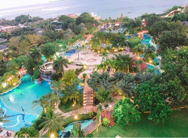 ここセブ島のホテルのプールらしいのですがなんて言う所かわかる人いませんか