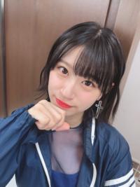 NMB48の上西怜ちゃんは若いのにこのような昭和時代に人気があったadidasのウインドブレーカーを着ているが似合っていると思いますか?