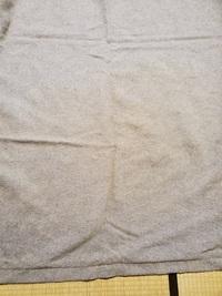 毛布の変色…カシミア50ウール50の毛布なんですが春にドライクリーニングして押し入れにしまっておきました。今日出してみたところ 半分が黄色く変色し、さわると変色の部分だけ ゴワゴワしてすこしベタつきます。...