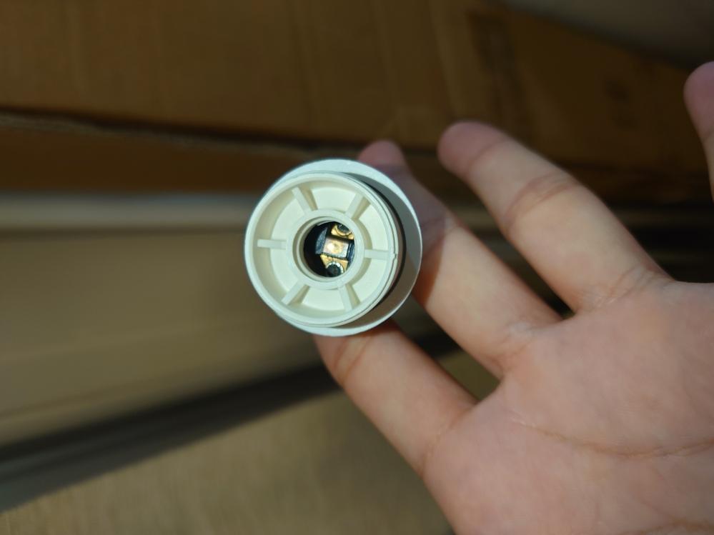 こんにちは。 画像のようなライトに灯りをつけるには どんな電球?を使用すれば良いでしょうか? DepadovaのDt lightという商品です。