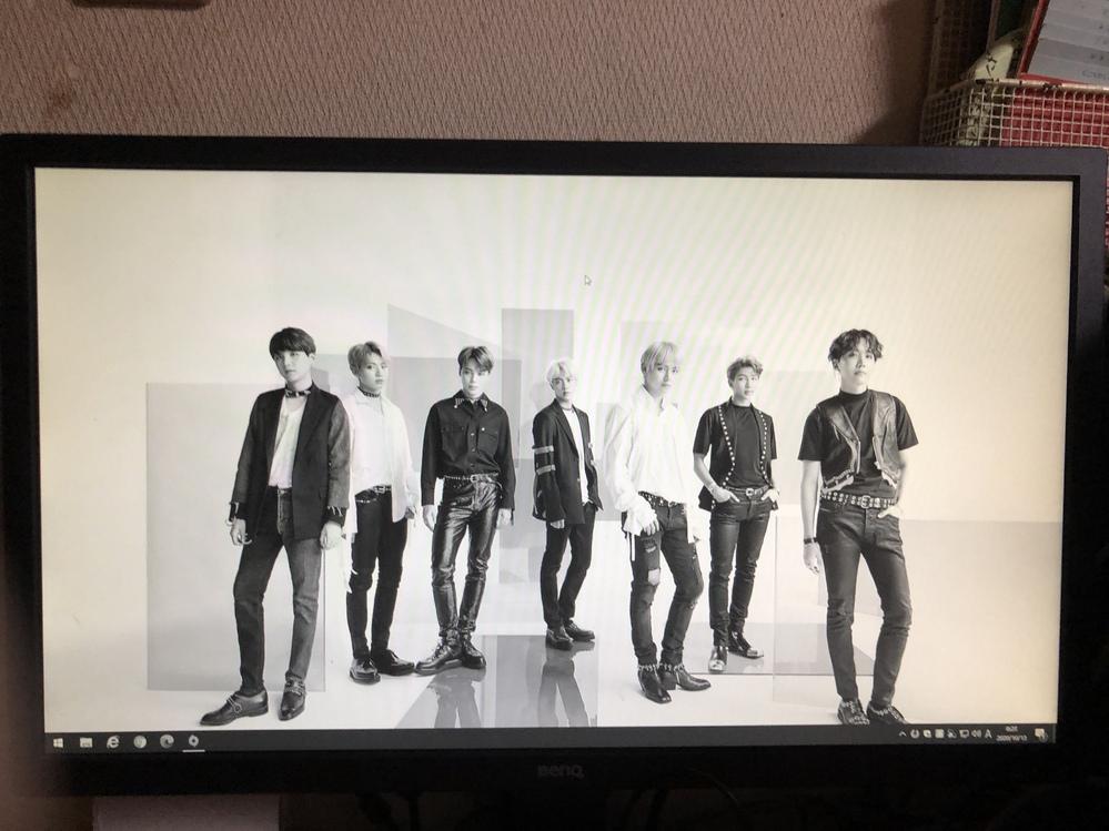 デスクトップパソコン画面が突然白黒になったのですが故障ですか? もし直せるなら直し方を教えて欲しいです。 メーカーはBENQです