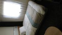 ホテルのベッドなどで、よく足元に掛けてあるこの布って何なのですか?