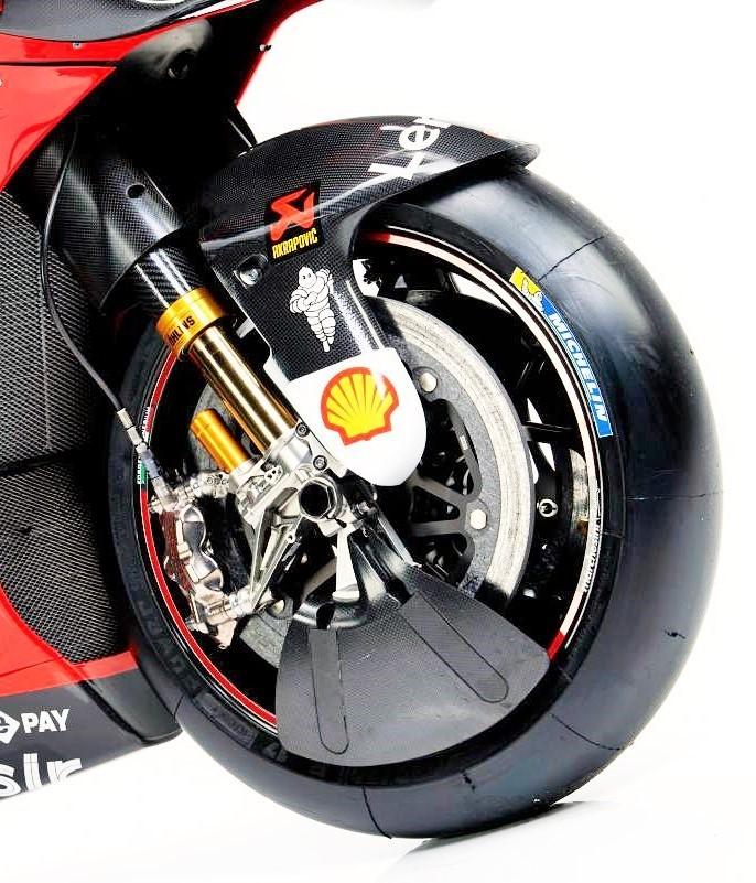 なぜフロントタイヤをフルカバーにしないのですか。 ・・・・・・・・・・・・・・・・・・・・・・・ motogpとかを見ていたらタイヤが冷えてグリップしないとかドヤ顔で語られていますが。 確かに前...