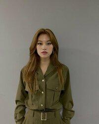 この人の名前分かる人いますか??  韓国のアイドルらしいのですが... 分かる方いたら教えてほしいですm(_ _)m