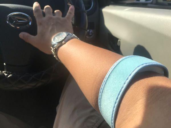 職業病として「テニス肘」と診断され、このような「テニス肘用バンド」を整形外科の勧めで購入したのですが、 これかどうして「テニス肘」に効果があるのですか?構造を見てもいまいちよくわかりません。