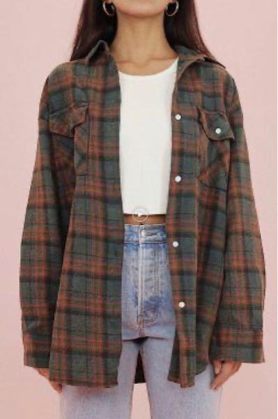 下の写真のような、今流行りの少しふわっとしたシャツの型紙を探しています。どう検索すれば探せるのでしょうか?回答お願いします!
