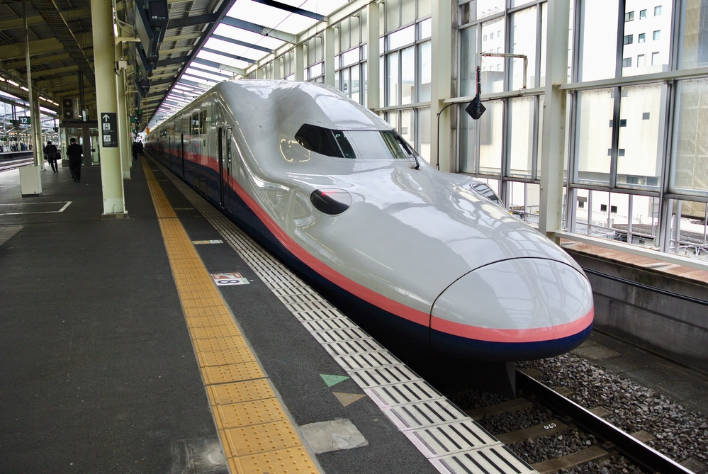 歴代の日本で走っている新幹線の車両で、みなさんが一番好きな車両はどれですか? 僕は上越新幹線のE4系マックスが好きですね! あの2階席から見る車窓も気持ちいいし、車両が2階建で大きいから迫力があ...