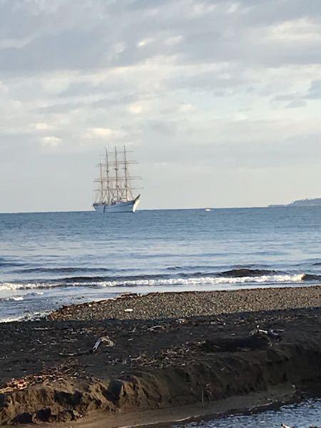 伊東港に帆船が浮かんでいました。 名前を教えて頂けないでしょうか。